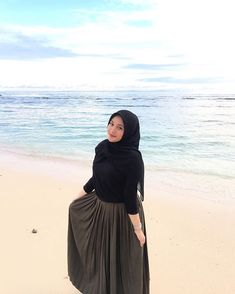 Ootd Hijab, Hijab Outfit, Hijab Fashion, Poses, Womens Fashion, Sweaters, Photography, Outfits, Outfit Ideas