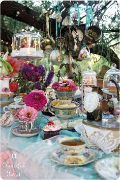 You're never too old for a mad tea party! The adult version of this Alice In Wonderland inspired tea party is elegant, whimsical and just a little bit bizarre! Mad Hatter Party, Mad Hatter Tea, Mad Hatter Wedding, Ideas De Catering, Deco Disney, Alice Tea Party, Mad Tea Parties, Summer Parties, Decoration Evenementielle