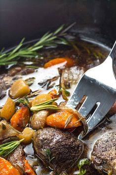 Keto low carb pot roast slow cooker recipe - the best slow cooker pot roast! includes how to choose the cut of meat for pot roast, prep tips, freezing pot Chips Ahoy, Healthy Work Snacks, Healthy Crockpot Recipes, Beef Recipes, Vegetarian Recipes, Slow Cooker Recipe Videos, Slow Cooker Recipes, Slow Cooker Roast, Best Slow Cooker