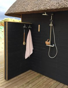 Outdoor Pool Shower, Outdoor Baths, Outdoor Bathrooms, Outdoor Spaces, Outdoor Living, Outside Showers, Garden Shower, Dream Beach Houses, Cabin Homes