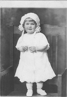 cute little girlie - vintage photograph Vintage Children Photos, Vintage Girls, Vintage Pictures, Old Pictures, Vintage Images, Old Photos, Antique Photos, Children Pictures, Precious Children