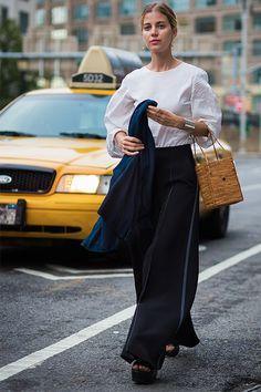 時尚達人證明今季必備的單品就是藤籃袋