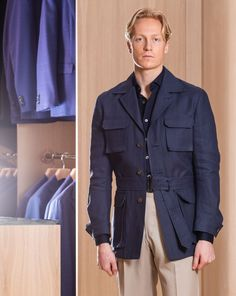A popular style from Ring Jacket is the Safari Jacket. Brought back this season in an Irish linen fabric from Spence Bryson. Featuring four front pock Safari Shirt, Safari Jacket, Suit Stores, Mens Leather Coats, Gentlemen Wear, Mens Fashion Casual Shoes, African Men Fashion, Mens Suits, Mantel