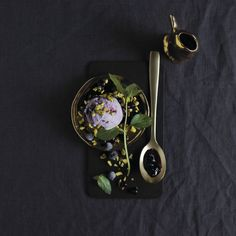 Styled and photographed by Team  Sporenstrek Solbæris med pistasjnøtter og mynte Bon Appetit, Horn, Food Photography, Yummy Food, Baking, Product Display, Drinks, Style, Gourmet
