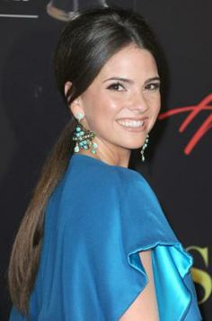 http://www.unomatch.com/shelley-hennig