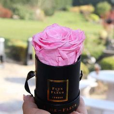 Source Custom design mini round cardboard paper round hat flowers gift box on m.alibaba.com Hat Box Flowers, Flower Hats, Flower Boxes, Pp Rope, Buy Boxes, Round Hat, Box Supplier, Cardboard Paper, Silk Screen Printing