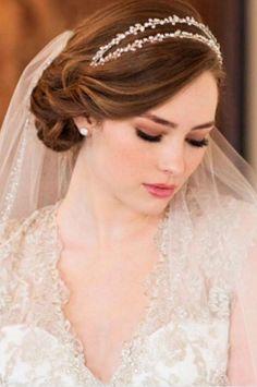 Trendy Wedding Hairstyles Updo With Headband Veil Ideas Short Hair Updo, Short Wedding Hair, Wedding Hair And Makeup, Wedding Updo, Wedding Hair Accessories, Short Hair Styles, Wedding Ceremony, Trendy Wedding, Post Wedding