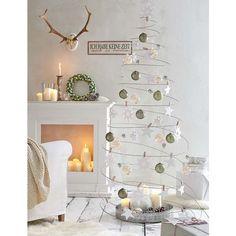 Ein Weihnachtsbaum der Extraklasse sher puristisch.
