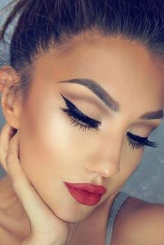 Red lips are essential for dreamy makeup looks!