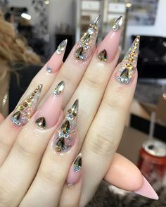 Natural pink clear rhinestone stiletto nails bling with rhinestones Elegant Nail Designs, Elegant Nails, Beautiful Nail Designs, Nail Art Designs, Nails Design, Glam Nails, Bling Nails, Stiletto Nails, Matte Nails