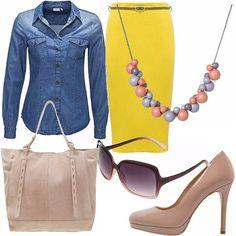 La camicia di jeans è un passepartout che non può mancare nel nostro guardaroba, intramontabile capo d'abbigliamento, facile e versatile da indossare in più occasioni. In questo caso l'ho abbinata ad un tubino in tessuto giallo per mettere ancor più in luce i contrasti di colore; ad ogni modo très chic! Ho invece scelto come accessori, tutto in color cipria.