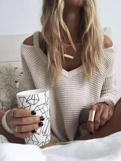 MONDAY FEELS // Jamie of James  Michelle staying cozy in her hammered bar necklace + gold cuff ring. www.jamesmichelle.com