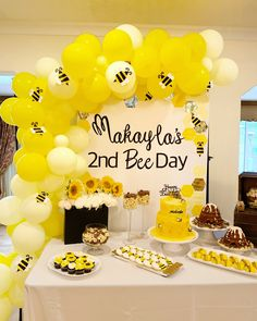 Confetti and Sprinkles 1 Year Birthday Party Ideas, Birthday Party Treats, Girl Birthday Themes, Boy Birthday Parties, Diy Birthday Decorations, Birthday Backdrop, Birthday Balloons, Bee Party, Backdrops For Parties