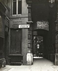 George & Vulture Pub, St Michael's Alley c. 1900