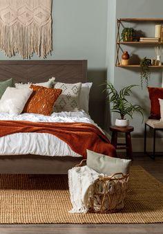 Green Master Bedroom, Sage Green Bedroom, Green Bedroom Decor, Earthy Bedroom, Bedroom Orange, Modern Bedroom Decor, Room Ideas Bedroom, Aesthetic Bedroom, Green Bedroom Walls