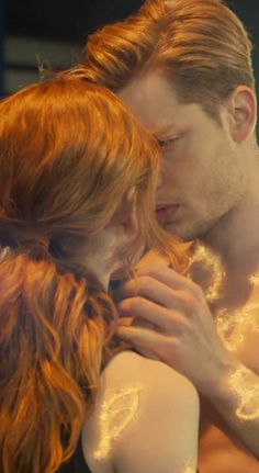 - this scene was.butterflies in the stomach worthy Shadowhunters Clary And Jace, Shadowhunters Tv Series, Jace Lightwood, Shadowhunters The Mortal Instruments, Dominic Sherwood Shadowhunters, Clary Et Jace, Clary Fray, Mortal Instruments Wallpaper, Shadow Hunters Cast