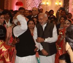 Pics: રાજલક્ષ્મી-તેજપ્રતાપના લગ્ન આલ્બમ: રાજકારણીઓની ખાસ હાજરી Political Leaders, Bollywood News, Wedding Reception, Movies, Marriage Reception, Films, Wedding Receiving Line, Cinema, Movie