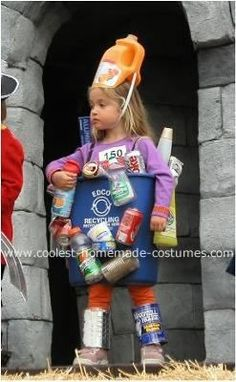 Coolest Recycling Bin Costume <br> While helping to take out the recycling in September, my daughter started playing with some of the containers and the idea just came to me to make her. Sibling Halloween Costumes, Teacher Costumes, Halloween Kids, Halloween Party, Recycled Costumes, Recycled Dress, Homemade Costumes, Diy Costumes, Costume Ideas