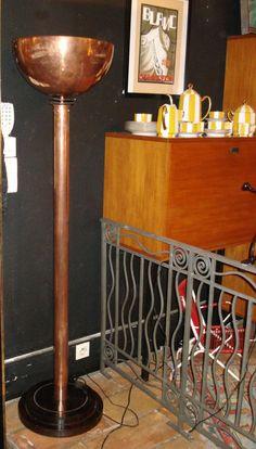 Lampadaire d'époque Art Déco En Cuivre, Au fil des siècles, Proantic Lampe Art Deco, Objet D'art, Display, Home Decor, Floor Standing Lamps, Antique Shops, Copper, Art Deco, Floor Space