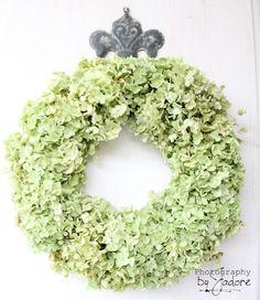 Wreath,  image via Victorianage (di Susanna Tesini)