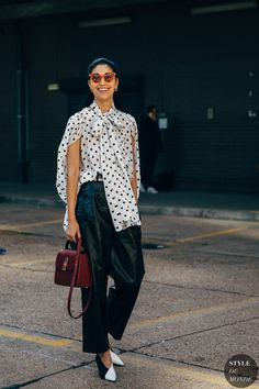 Caroline Issa between the style exhibits. The publish Milan SS 2020 Street Style: Caroline Issa appeared first on STYLE DU MONDE Fashion Week, Fashion 2020, New York Fashion, London Fashion, Fashion Outfits, Fashion Trends, Street Style Chic, Spring Street Style, Cool Street Fashion