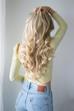 Today I am going to let you all in on a little secret. How I achieve these long lasting voluminous curls. These everyday curls only take a few quick steps and Long Blonde Curls, Curls For Long Hair, Long Curly Hair, Blonde Hair, Curls Hair, Wavy Hair, No Heat Hairstyles, Down Hairstyles, Prom Hairstyles