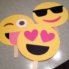 Emoji party faces - fun for a photo booth 13th Birthday Parties, Slumber Parties, 16th Birthday, Girl Birthday, Sleepover, Cumpleaños Soy Luna Ideas, Emoji Theme Party, Glow Party, Its My Bday