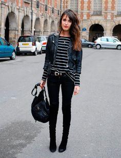 Look para a casual friday do escritório no inverno. Calça jeans skinny e blusa com listras.