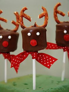 Reindeer Marshmallow Pops  #lulusholiday