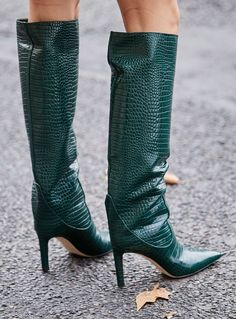20 Cult Pieces We Saw All Over the Streets of Fashion Week - 20 Cult Pieces We Saw All Over the Streets of Fashion Week - forest green snakeskin boots Snakeskin Boots, Leather Shoes, Look Fashion, Fashion Boots, 80s Fashion, Modest Fashion, Korean Fashion, Jimmy Choo, Green Boots