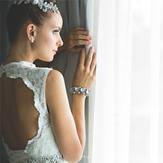 Wedding Dress For Women, Merging dress suits with a modern twist. Launch accessories complements the wardrobe of the contemporary looks.