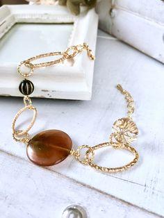 new!べっ甲ビーズ チェーンブレスレット | ハンドメイドマーケット minne Minne, Handmade Bracelets, Jewels, Jewerly, Gemstones, Fine Jewelry, Gem, Jewelery, Jewelry