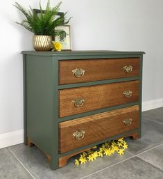 Vintage Painted Oak Chest Of Drawers Bayberry Green Chest Of Drawers Upcycle, Green Chest Of Drawers, Chest Of Drawers Decor, Chest Of Drawers Makeover, Green Dresser, Vintage Chest Of Drawers, Diy Drawers, Paint Furniture, Furniture Projects