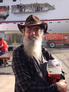 Si never forgets his jog of Iced Tea even at the Duck Commander Cruise! You Don't Know Jack, Robertson Family, Quack Quack, Duck Commander, Duck Dynasty, Iced Tea, Cruise, Rocks, Fan