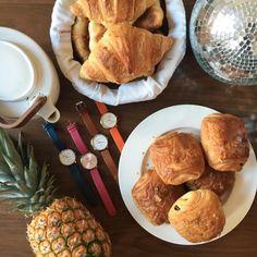 Good morning ☕️ Quelque chose se prépare par ici... #verymojo #mojostudio #breakfast #pineapple #croissant #coffeelover #goodmorning #shooting #watch #montres #lyon ► www.verymojo.com ◄