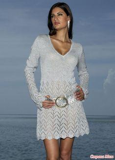 Платье связанно простым узором, но как эффектно смотрится!!!