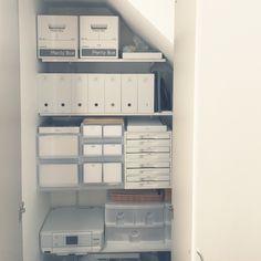 階段下収納を見直し。前回の無印週間でファイルボックスを買い足しました。これまで段ボールボックスにまとめてポイポイ入れていたものを、ファイルボックスに細かく分類して入れることで、取り出しやすく片付けやすくなりました(*^^*)セリア/無印良品/収納/階段下収納/棚のインテリア実例 - 2015-10-29 10:01:38 | RoomClip(ルームクリップ)