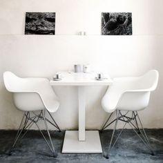 La pietra pugliese si appoggia su un tappeto minimal. Il passato incontra il presente. Siamo in Puglia, precisamente a Fasano, (BR).Un luogo dove scoprire e ritrovare, uno spazio non convenzionale…