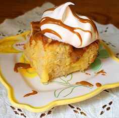 Turn your world upside with this Slow Cooker Vanilla Dream Poke Cake. This easy vanilla poke cake recipe will show you how to make cake in the slow cooker that is quick and full of yummy flavor. Crockpot Cake Recipes, Slow Cooker Recipes Dessert, Crock Pot Desserts, Delicious Desserts, Dessert Recipes, Crockpot Ideas, Fall Desserts, Frosting Recipes, Poke Cakes
