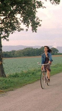 Conte d'automne (Éric Rohmer, 1998) Mini Farm, Pretty Photos, Conte, Vintage Pictures, Cinematography, Movies And Tv Shows, Summertime, Vintage Outfits, In This Moment