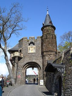 Reichsburg Cochem, Northern Gate, Germany - Wikimedia Commons