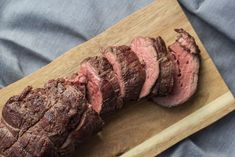 Grilled Beef Tenderloin - So good and tender meat (in Danish) Grilled Beef Tenderloin, Beef Wellington, Bbq Grill, Beef Recipes, Tapas, Steak, Pork, Food And Drink, Tender Meat