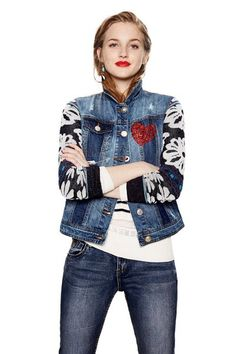In love with denim? Women's denim jacket with deconstructed design and contrasting details. Floral knit sleeves with glitter effect.Find it on Desigual website. Jean Desigual, Jean Jacket Outfits, Jean Vest, Mode Jeans, Denim Ideas, Jeans Fabric, How To Make Clothes, Boho Hippie, Denim Fashion