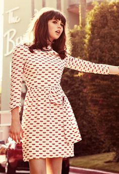 LOVE this dress! I would look like a linebacker in it but it's so pretty Retro Beauty* Retro Fashion* Sexy Look* Retro Tips and Tricks* Vintage Look* DIY Outfit