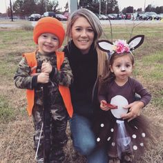 Inspiration & Accessories: DIY Hunter & Deer Halloween Costume Idea - Lots of inspiration, diy & makeup tutorials and all accessories you need to create your own DIY Hunter & Deer Costume for Halloween. Brother Halloween Costumes, Matching Halloween Costumes, Halloween Kostüm, Deer Costume Diy, Deer Costume For Kids, Costume Ideas, Hunter Deer, Hunter Costume, Sibling Costume