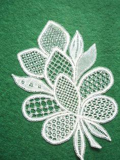 Honiton Lace by Pauline Cochrane - lace things Lace Knitting, Crochet Lace, Irish Crochet, Russian Crochet, Doilies Crochet, Tambour Embroidery, Hand Embroidery Flowers, Paper Embroidery, Doily Patterns