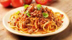 Spaghetti à la bolognaise avec cookeo, un délicieux plat de pâtes pour toute la famille. facile et rapide à realiser chez vous avec votre cookeo. je vous conseille de déguster ce délice pour votre dîner, et n'oubliez pas de saupoudrer avec du parmesan ou gruyère râpé pour plus de goût pour les gourmands,