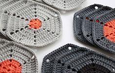 Opskrift på hæklet sekskant / Pattern for crochet hexagon - great colour idea Love Crochet, Learn To Crochet, Diy Crochet, Crochet Crafts, Crochet Projects, Modern Crochet, Crochet Dishcloths, Crochet Afghans, Crochet Granny