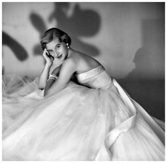 Debutante Olivia Endicott Hutchins is wearing a white tulle dress, November 1953 White Tulle Dress, White Gowns, Retro Photography, Fashion Photography, Vintage Gowns, Vintage Outfits, 1950s Fashion, Vintage Fashion, Debutante Dresses