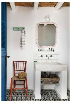 Interior Design London, Modern Home Interior Design, Bathroom Interior Design, Interior Architecture, Coastal Interior, Greece House, Summer House Interiors, Greek Decor, Greek Design
